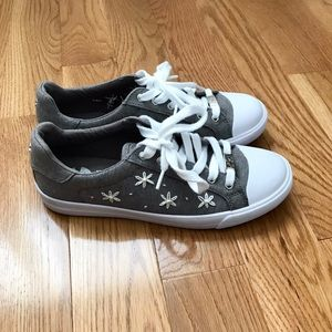 Embroidered Daisy Grey Guess Sneakers